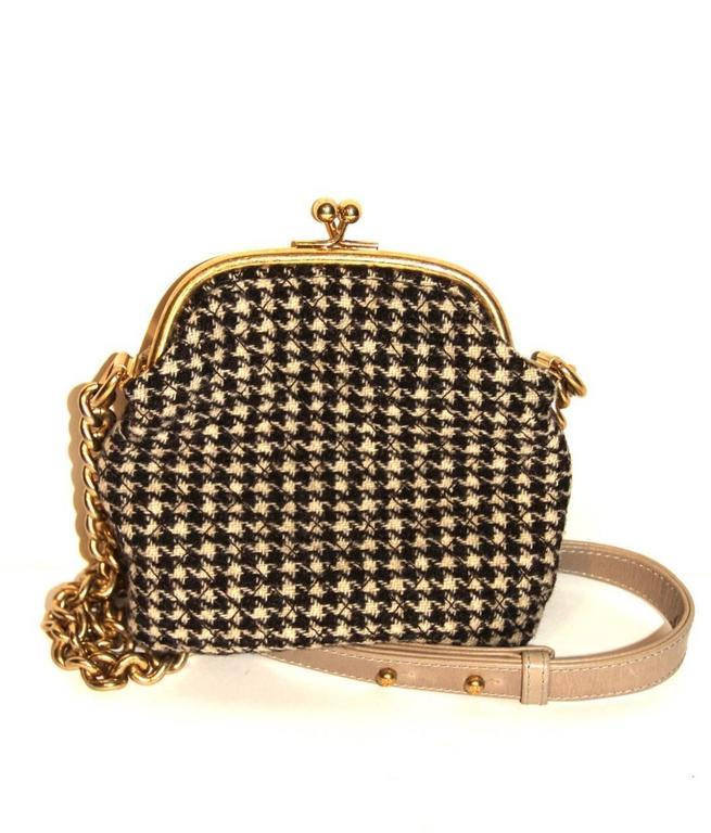 "Chanel Wool ""Tabatière"" Kisslock Clutch - Beige - Pristine Condition 5"
