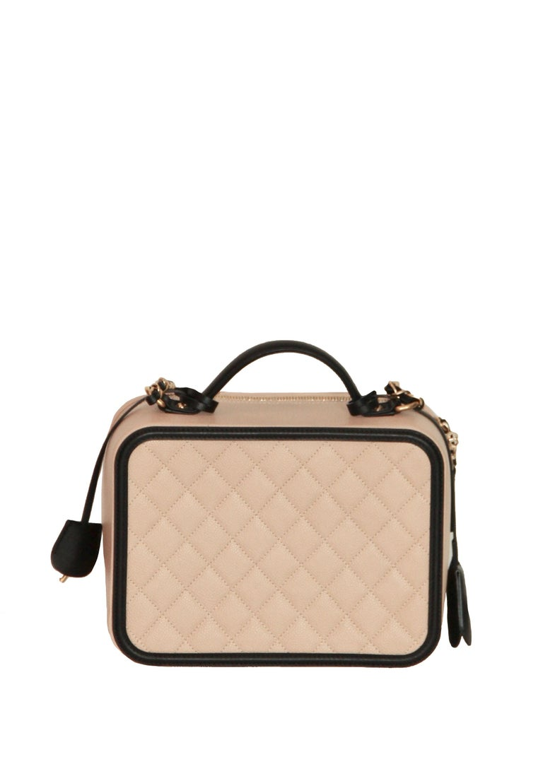 7f44827d568492 ... New Condition For Sale In. Women's CHANEL CC Filigree Vanity Case Nude  / Black Grained Leather For Sale