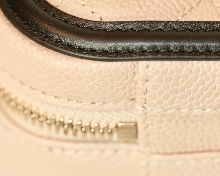 602e7e735e4f04 CHANEL CC Filigree Vanity Case Nude / Black Grained Leather For Sale 10