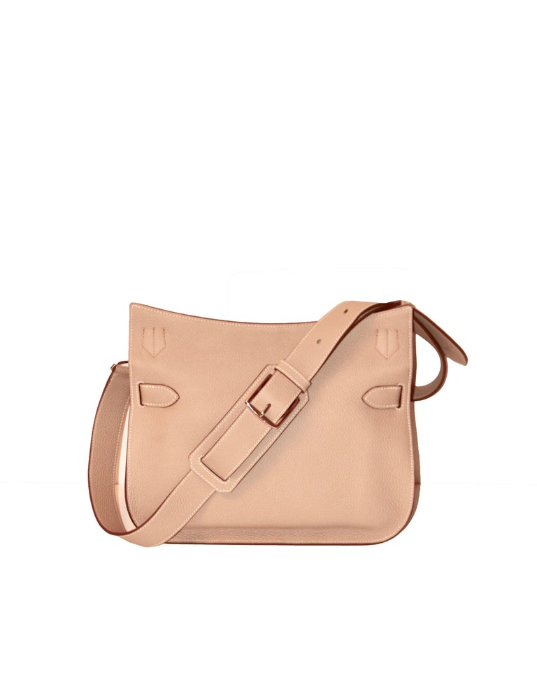5faf60ba6a74 Elegant crossbody Jypsiere 28 bag from the House of Hermes. Comes with an  adjustable shoulder