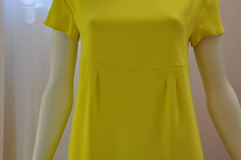 Schumacher Canary Yellow Dress with Detachable Embellished  Collar  In Good Condition For Sale In Port Hope, ON