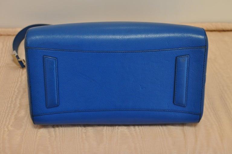 Superb Givenchy Sugar Goatskin Medium Electric Blue Antigona handbag  For Sale 1
