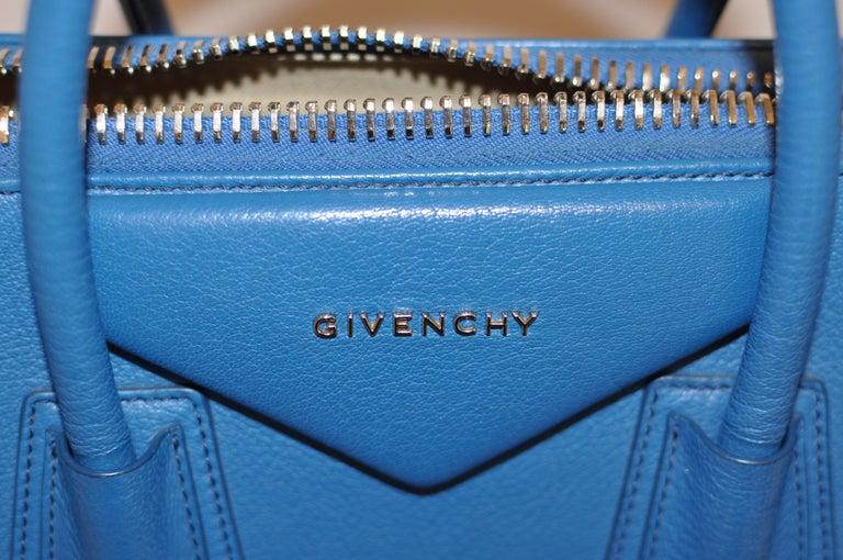 Superb Givenchy Sugar Goatskin Medium Electric Blue Antigona handbag  For Sale 4
