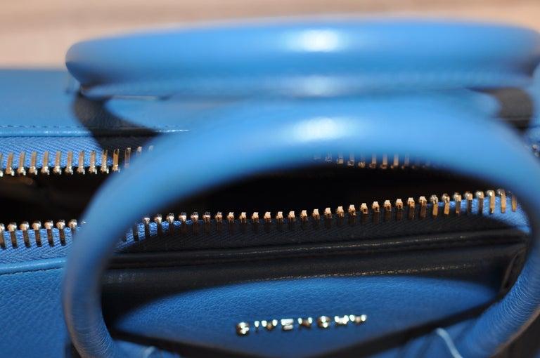 Superb Givenchy Sugar Goatskin Medium Electric Blue Antigona handbag  For Sale 6