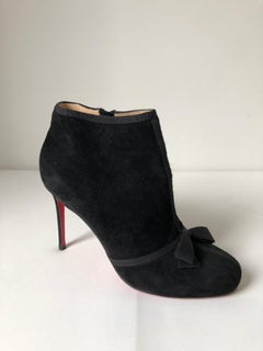 Christian Louboutin round toe Pump with Bow Size 35