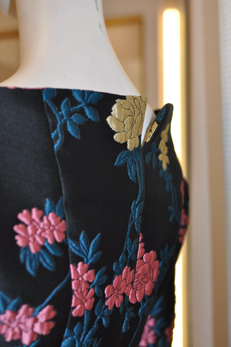 Fabulous ETRO Floral Brocade Off-the-Shoulder Jacket (42 ITL) W/T For Sale 2