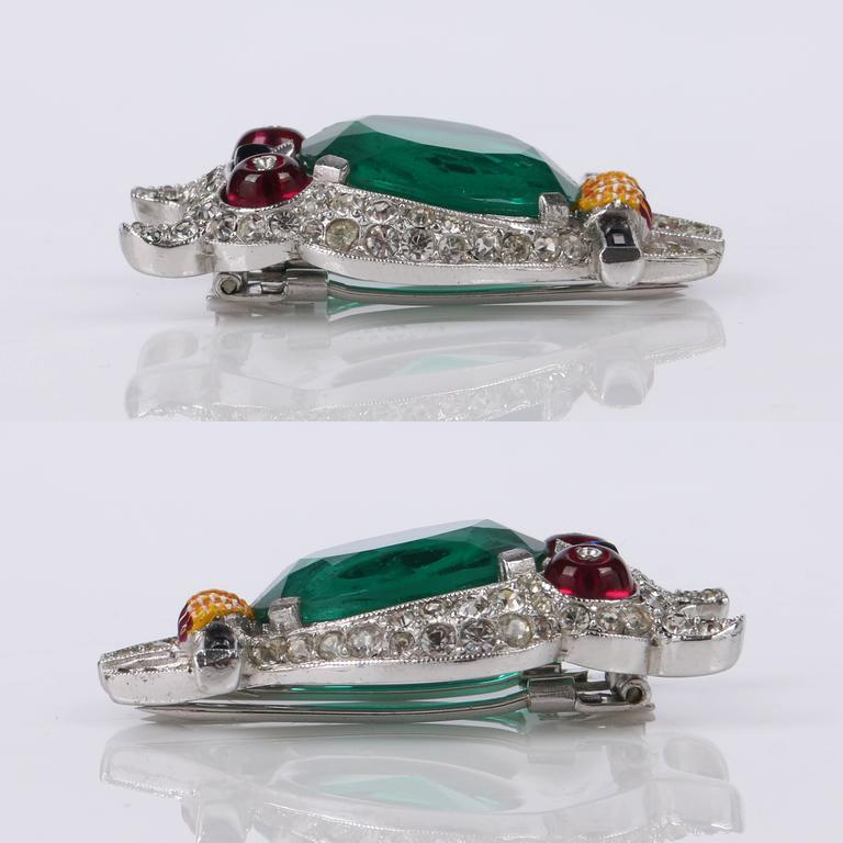 c.1941 CROWN TRIFARI Alfred Phillipe Emerald Owl Jelly Belly Fur Clip Brooch In Excellent Condition For Sale In Thiensville, WI