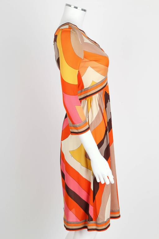 EMILIO PUCCI c.1960s Orange Abstract Signature Print Jersey V-Neck Dress Size 10 In Good Condition For Sale In Thiensville, WI