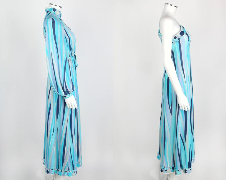 EMILIO PUCCI 1960s Formfit Rogers 2pc Blue Signature Print Maxi Dress Lounge Set In Excellent Condition For Sale In Thiensville, WI
