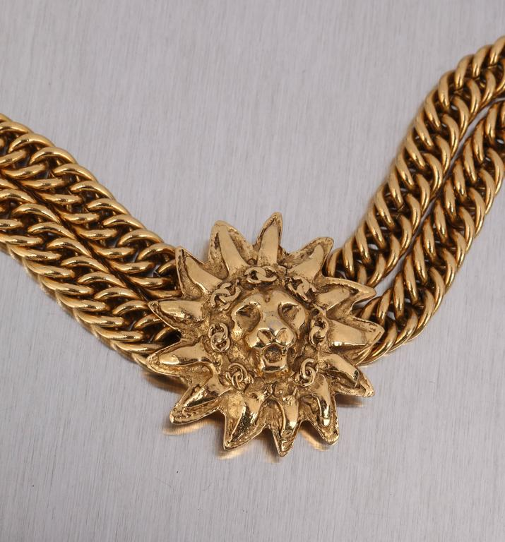 CHANEL 1980s CC Gold France Logo Lion Leo Sun Pendant Chunky Curb Chain Necklace For Sale 3