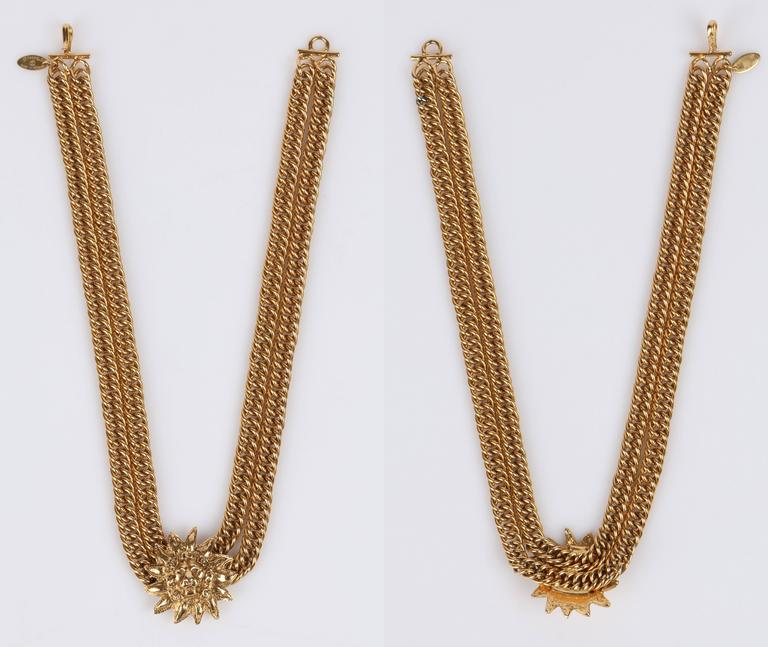 CHANEL 1980s CC Gold France Logo Lion Leo Sun Pendant Chunky Curb Chain Necklace For Sale 2
