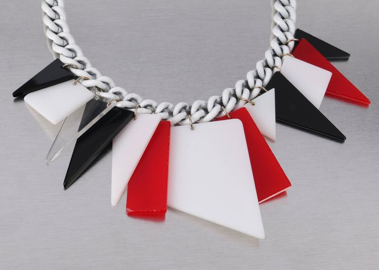MOD c.1960s Red White Black Large Lucite Acrylic Geometric Enamel Chain Necklace 7