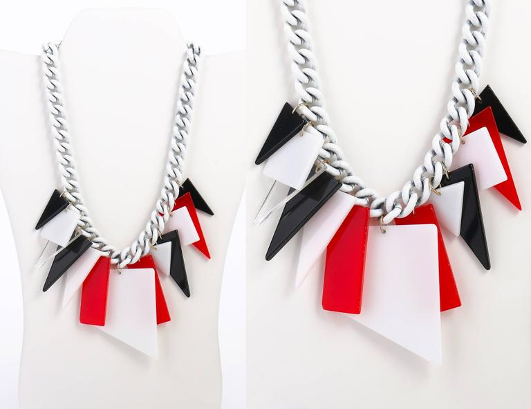 MOD c.1960s Red White Black Large Lucite Acrylic Geometric Enamel Chain Necklace 3