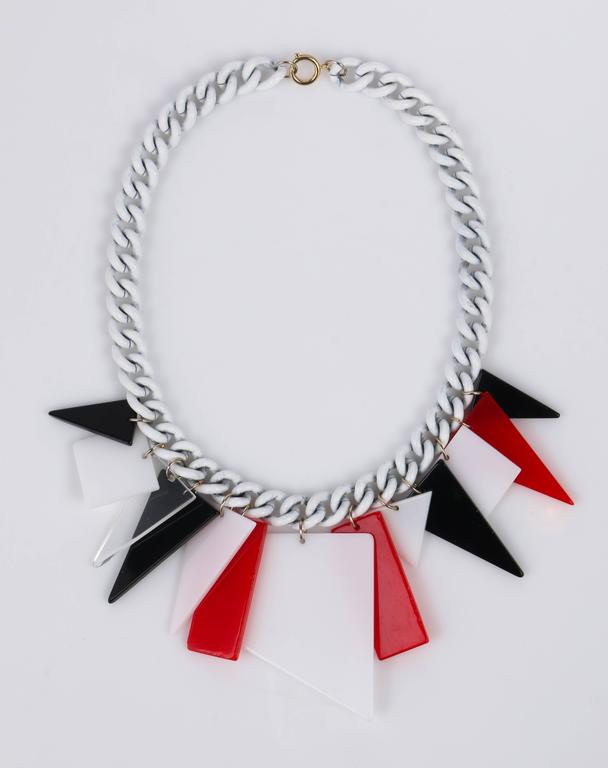 MOD c.1960s Red White Black Large Lucite Acrylic Geometric Enamel Chain Necklace 4