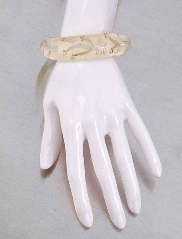 c.1930s-1940s Clear Plastic Lucite Reversed Handcarved Fish Bone Bangle Bracelet 2