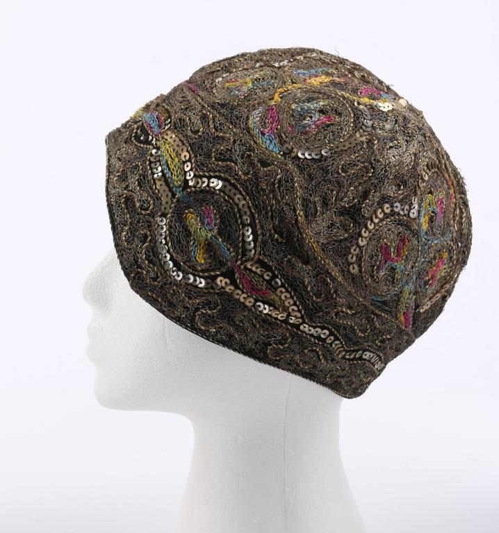 Women's COUTURE c.1920s Metallic Gold Embroidered Sequin Silk Flapper Cloche Evening Hat For Sale