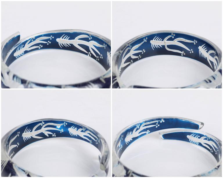 c.1930s-1940s Blue Plastic Lucite Reversed Handcarved Fish Bone Bangle Bracelet For Sale 5