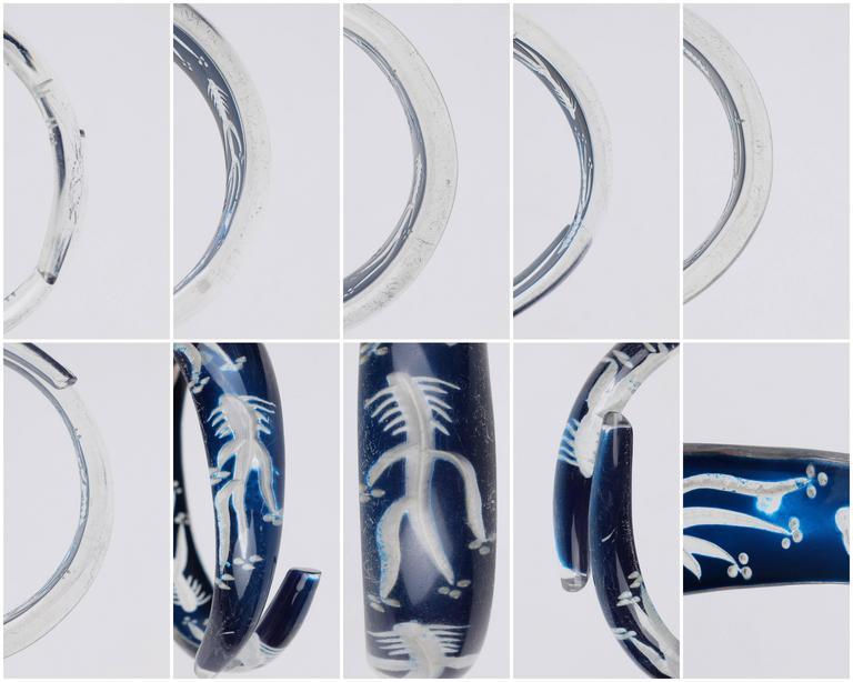 c.1930s-1940s Blue Plastic Lucite Reversed Handcarved Fish Bone Bangle Bracelet For Sale 4