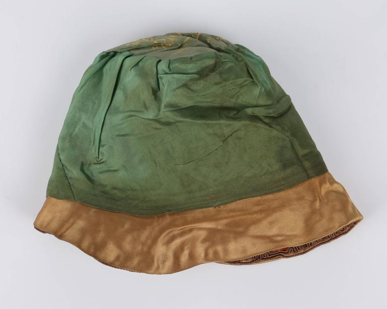 RICH ART MODELS c.1920's Gold Bronze Chenille Silk Corded Flapper Cloche Hat For Sale 4