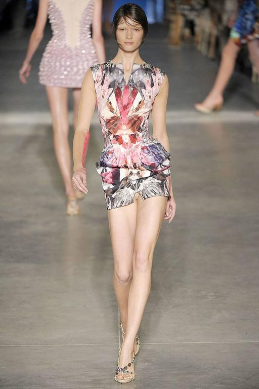 "ALEXANDER McQUEEN S/S 2009 ""Natural Dis-tinction"" Kaleidoscope Crystal Dress For Sale 5"