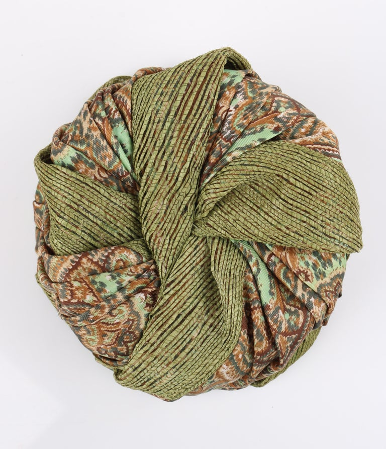Miss Dior by CHRISTIAN DIOR c.1960s Green Paisley Silk & Straw Pleated Toque Hat For Sale 1