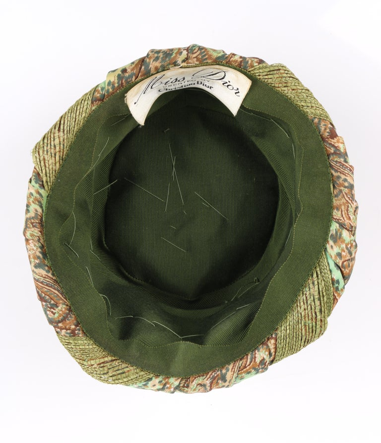 Miss Dior by CHRISTIAN DIOR c.1960s Green Paisley Silk & Straw Pleated Toque Hat For Sale 2
