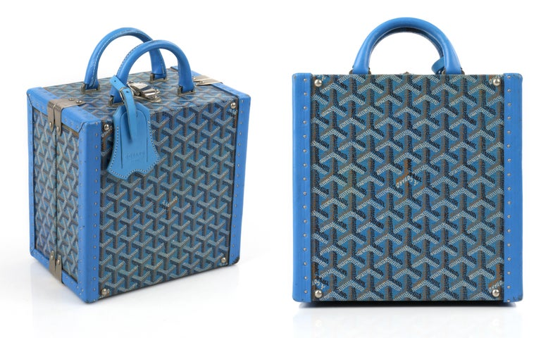 GOYARD c.2002 Blue Goyardine Pet Bowl Carrier Travel Trunk Limited Edition No 17 In Good Condition For Sale In Thiensville, WI