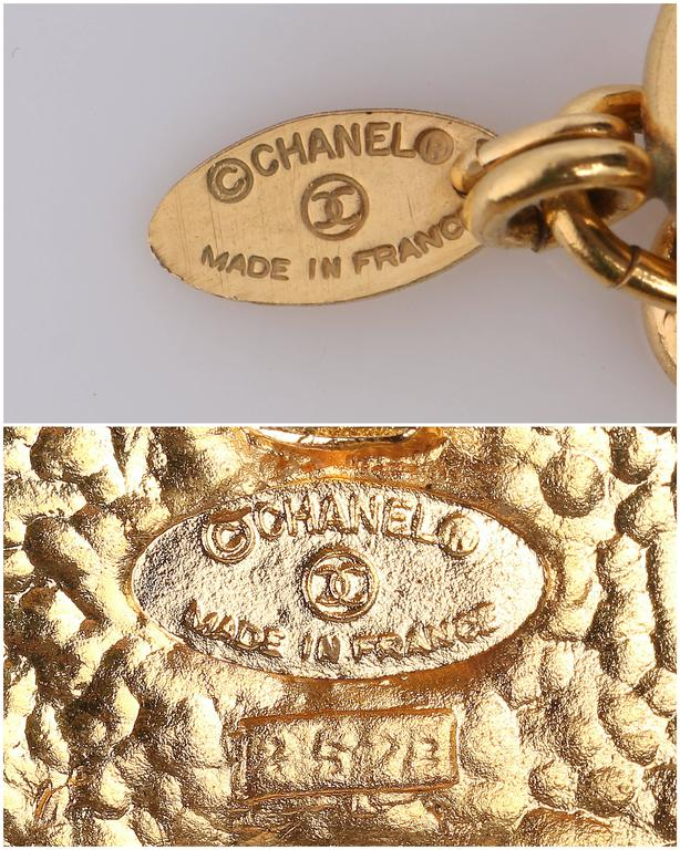 1970s CHANEL Gold Medallion Coat of Arms Crest Lion Necklace Earring Set 9
