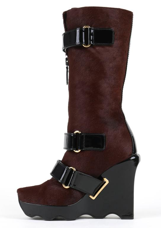 LOUIS VUITTON Brown Calf Hair Patent Wedge Platform Runway Boots F/W 06 Rare  For Sale 4