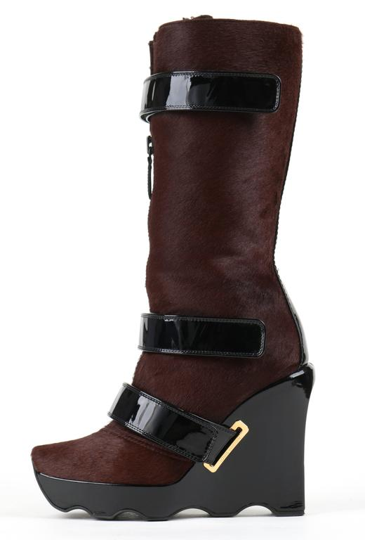 LOUIS VUITTON Brown Calf Hair Patent Wedge Platform Runway Boots F/W 06 Rare  For Sale 5