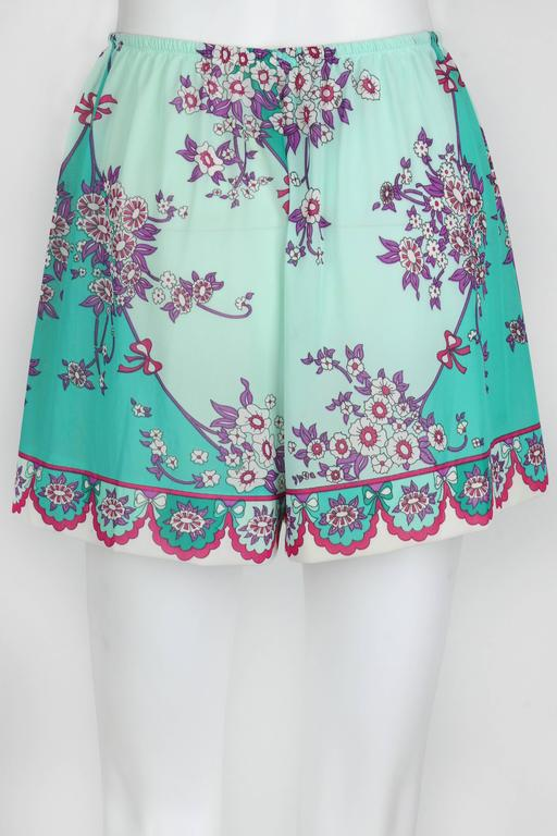 EMILIO PUCCI c.1960's Formfit Rodgers Mint Teal Floral Print Tap Pants Shorts In Excellent Condition For Sale In Thiensville, WI
