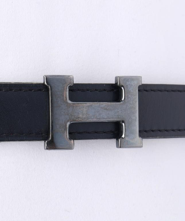 HERMES c.1987 Navy Blue Burgundy Leather Reversible Ruthenium H Buckle Belt 75 In Excellent Condition For Sale In Thiensville, WI
