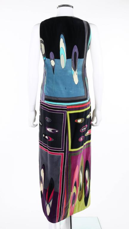 EMILIO PUCCI c.1960's Multicolor Op Art Bubble Signature Print Velvet Maxi Dress In Excellent Condition For Sale In Thiensville, WI