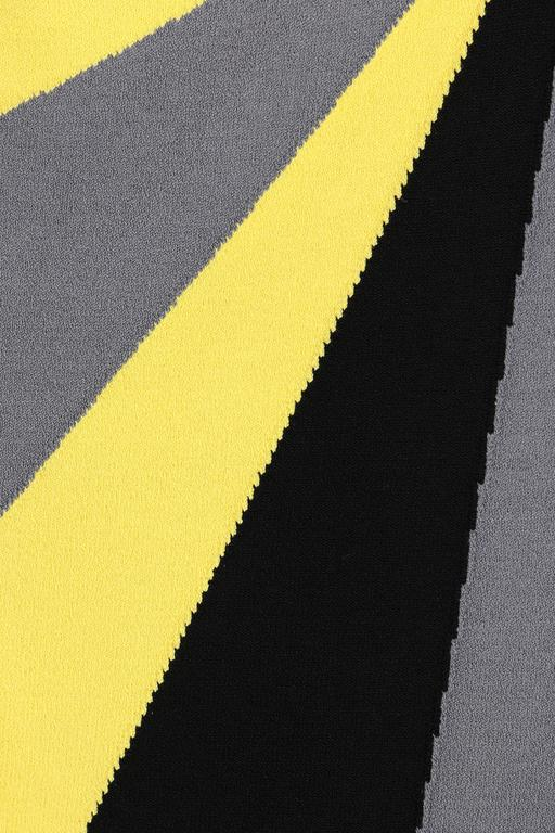 ALEXANDER McQUEEN Resort 2010 Yellow Black Gray Starburst Op Art Knit Tank Top For Sale 2