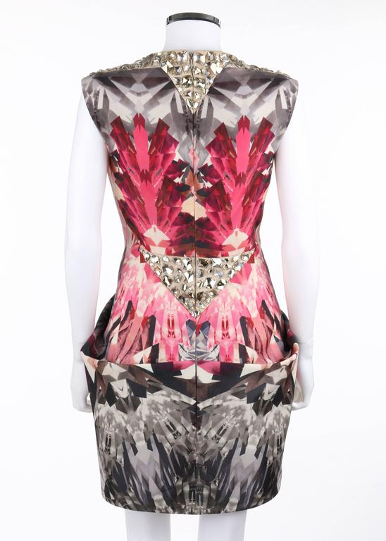 "ALEXANDER McQUEEN S/S 2009 ""Natural Dis-tinction"" Kaleidoscope Crystal Dress In Excellent Condition For Sale In Thiensville, WI"