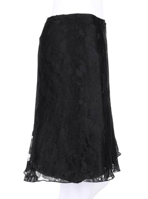 CHANEL A/W 2006 Black Floral Lace Box Pleated Skirt  In Excellent Condition For Sale In Thiensville, WI