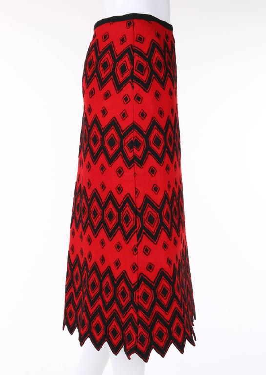 ANNE KLEIN c.1970's Red & Black Diamond Wool Felt A-line Skirt In Excellent Condition For Sale In Thiensville, WI