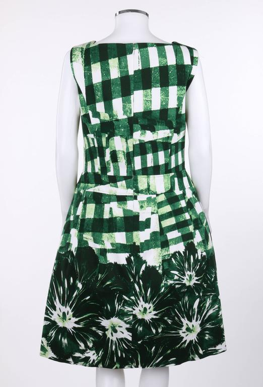 OSCAR DE LA RENTA Resort 2013 Green Gingham Floral Print Garden Party Dress In Excellent Condition For Sale In Thiensville, WI