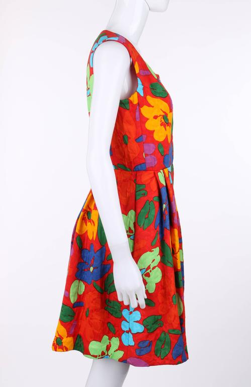 OSCAR DE LA RENTA c.1990's Red Multicolor Floral Print Button Front Day Dress In Excellent Condition For Sale In Thiensville, WI