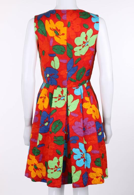 Women's or Men's OSCAR DE LA RENTA c.1990's Red Multicolor Floral Print Button Front Day Dress For Sale