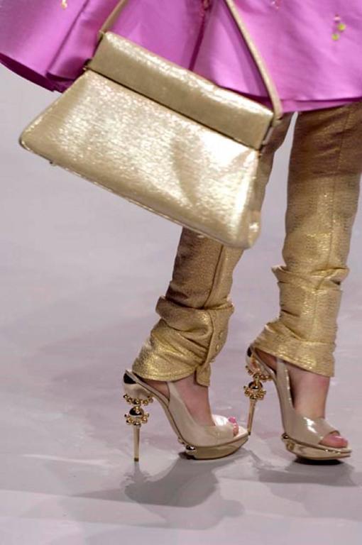 CHRISTIAN DIOR Resort 2008 Beige Metallic Gold Suede Sculpted Heel Platform Pump For Sale 6