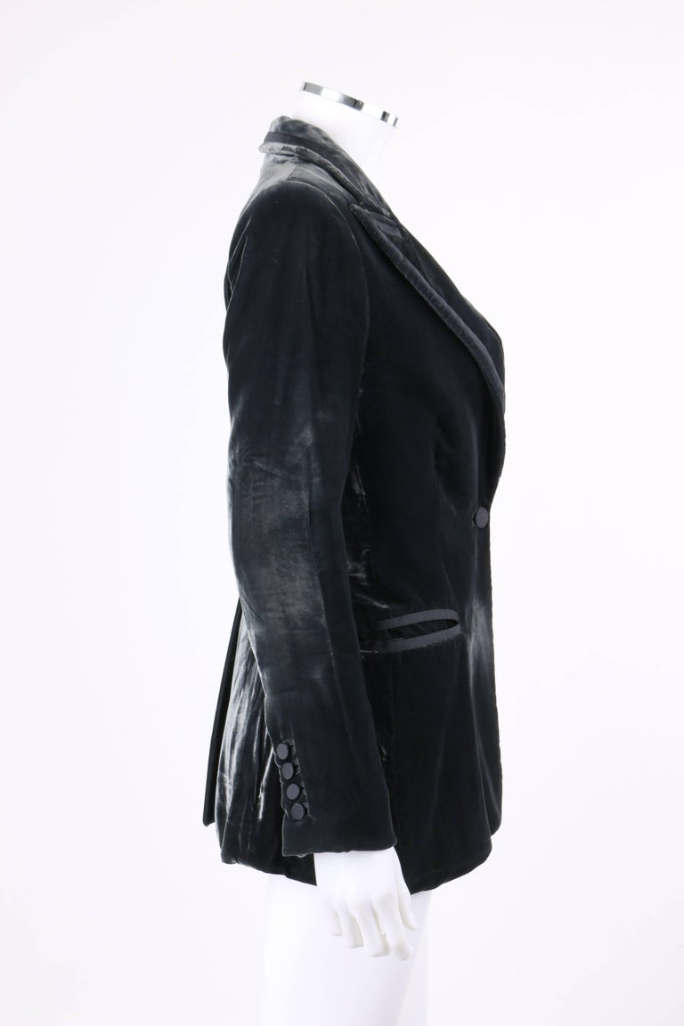 GUCCI A/W 2004 TOM FORD Charcoal Gray Velvet Peak Lapel Tuxedo Jacket Blazer In Excellent Condition For Sale In Thiensville, WI