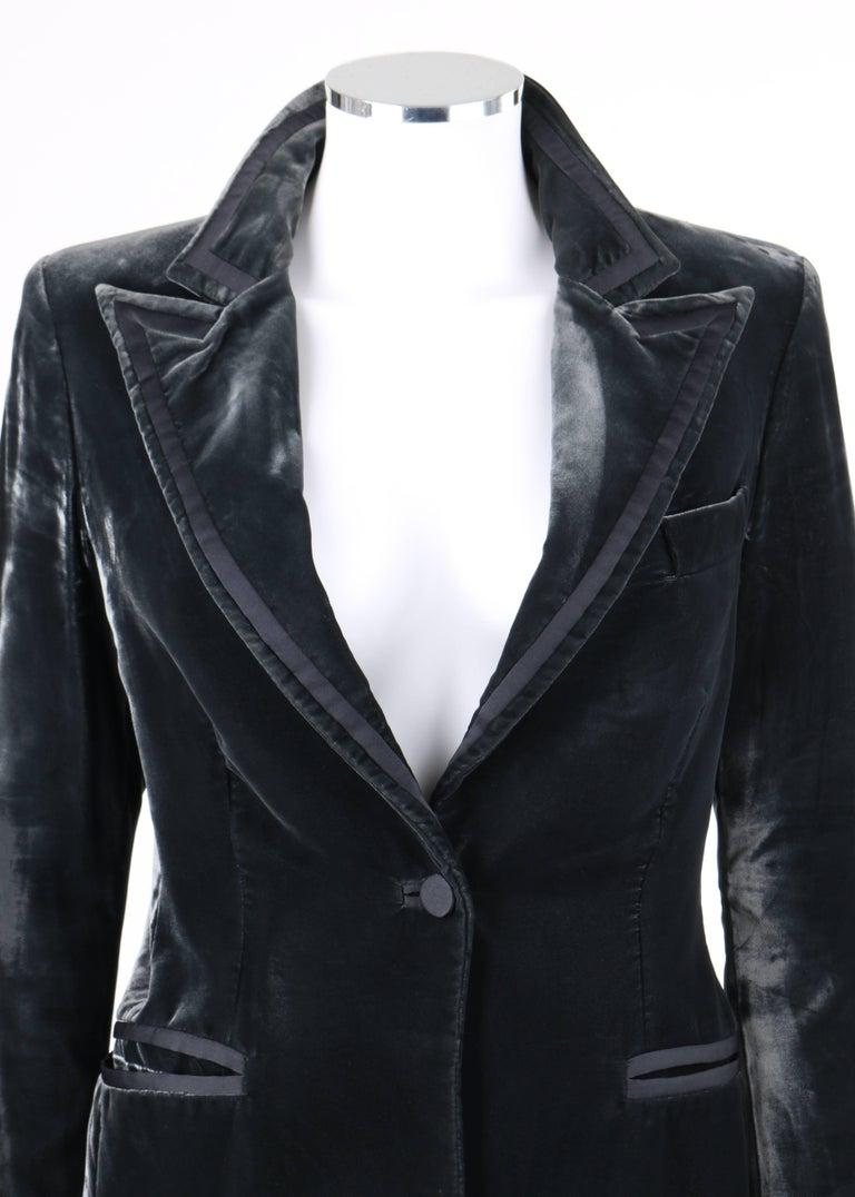 GUCCI A/W 2004 TOM FORD Charcoal Gray Velvet Peak Lapel Tuxedo Jacket Blazer For Sale 2
