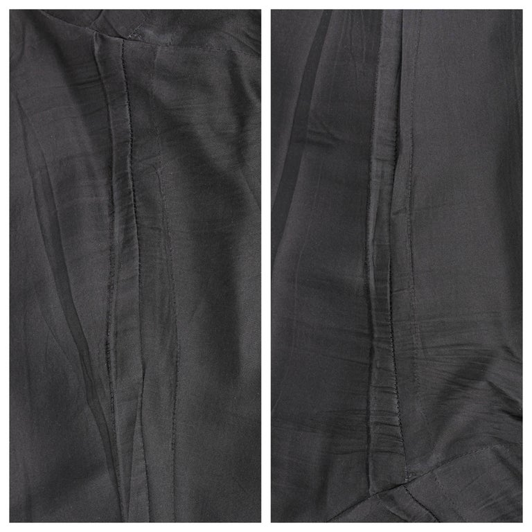 CHANEL S/S 2003 Classic Black Wool Slim Cut Cropped Pants Trousers For Sale 4