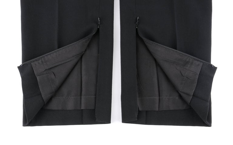 CHANEL S/S 2003 Classic Black Wool Slim Cut Cropped Pants Trousers For Sale 2