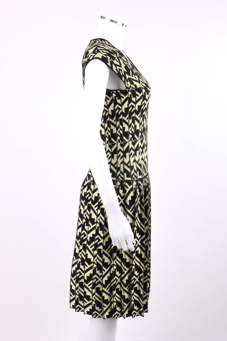 ETRO Black & Soft Yellow Geometric Knit Drop Waist Pleated Cocktail Dress NWT In Good Condition For Sale In Thiensville, WI