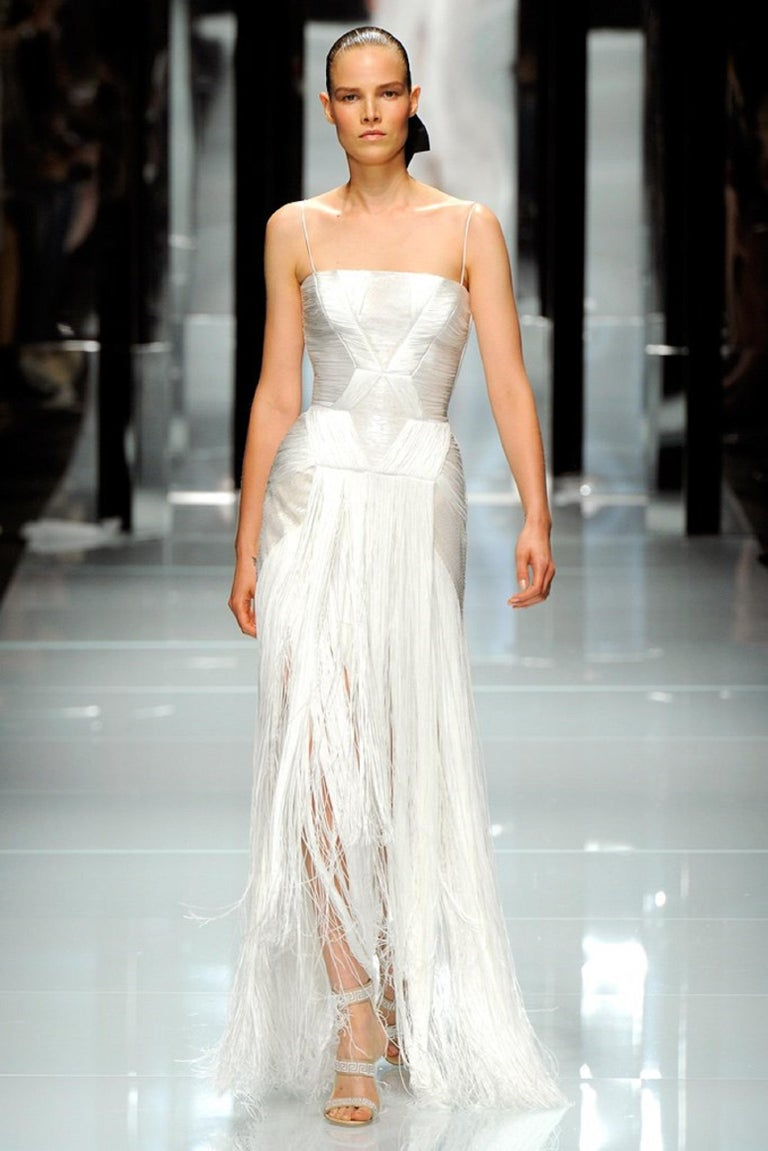Atelier VERSACE S/S 2011 White Sequin Embellished Fringe Art Deco Evening Gown For Sale 8