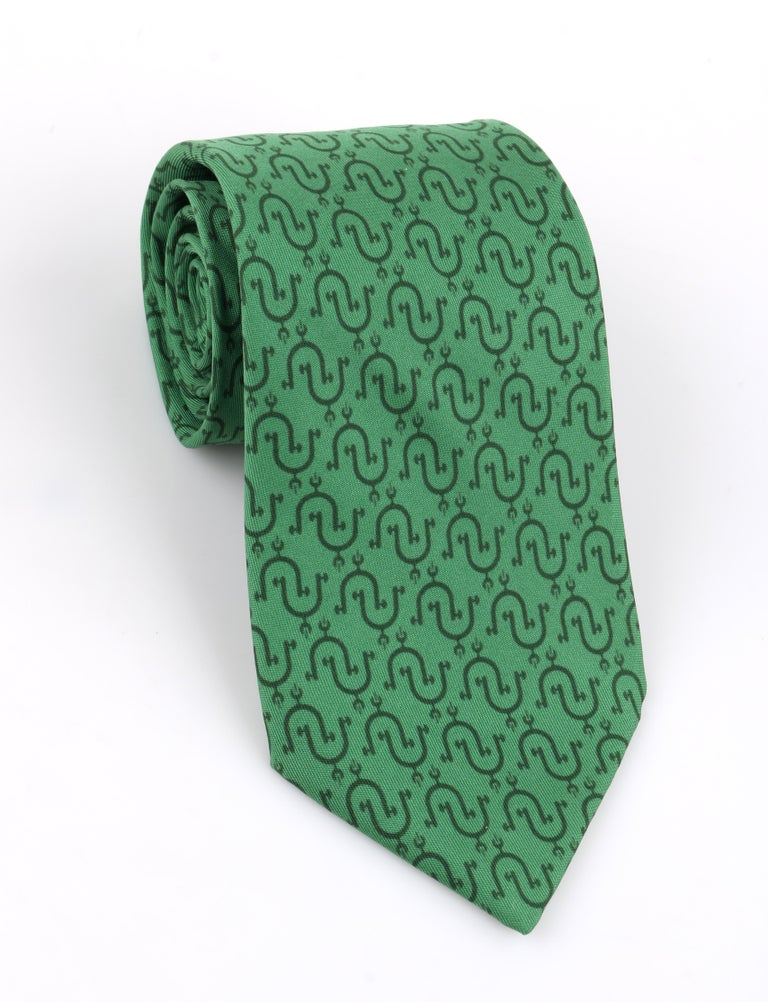 DESCRIPTION: HERMES Kelly Green Equestrian Stirrup Print 5 Fold Silk Necktie Tie 5202 IA   Brand / Manufacturer: Hermes Collection:  Designer:  Manufacturer Style Name:  Style: Necktie Color(s): Shades of green Lined: Yes Marked Fabric Content: 100%