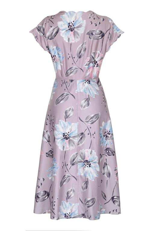 Very pretty unlabelled but professionally made vintage 1950s mauve polished cotton day dress with large floral print.  This dress is classic 50s in style with full skirt, fitted waist and cute scalloped edge detail on the neckline and armholes. It
