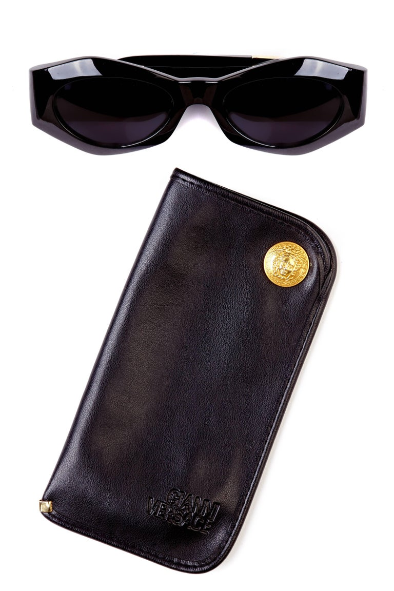 9cae22905d8 1990s Gianni Versace Black Medusa Vintage Sunglasses with Case Mod 422 Col  852 at 1stdibs